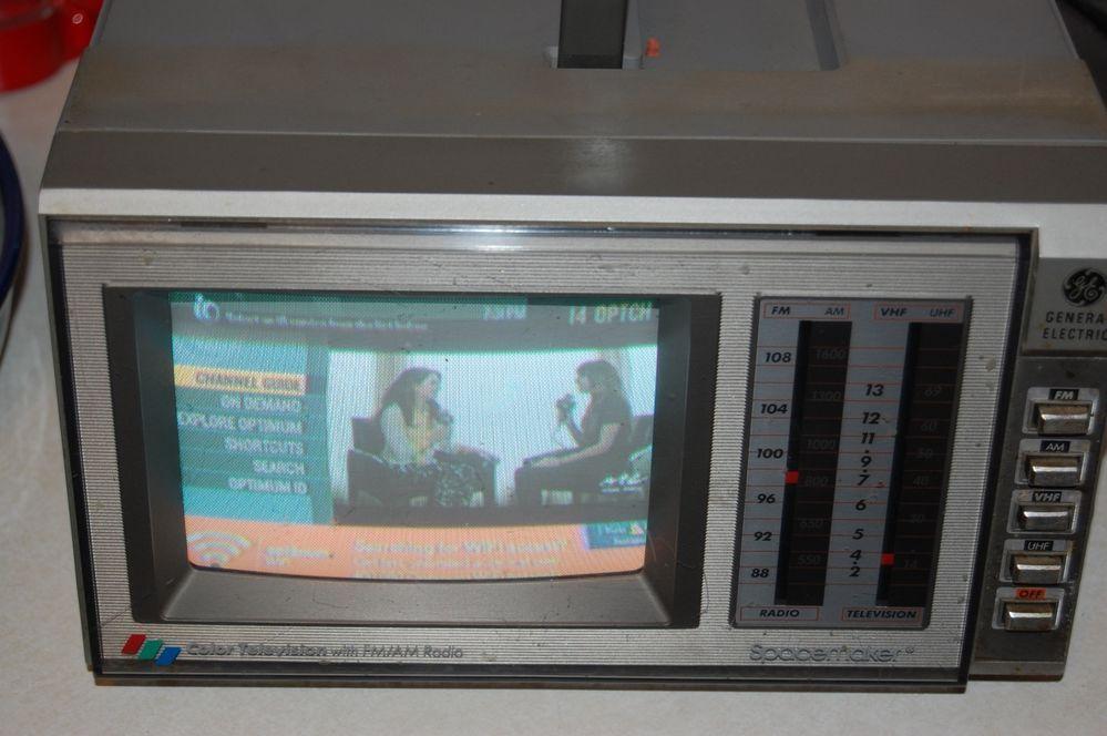 Portable Color Tv Am Fm Radio 5 5 Screen Vintage Ge Model No 7 7650b Works Vintage Television Fm Radio Radio