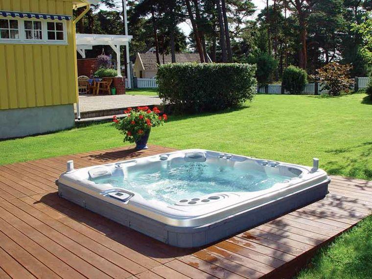 Jacuzzi exterior – ideas para ubicarlo en el jardín | Pinterest ...