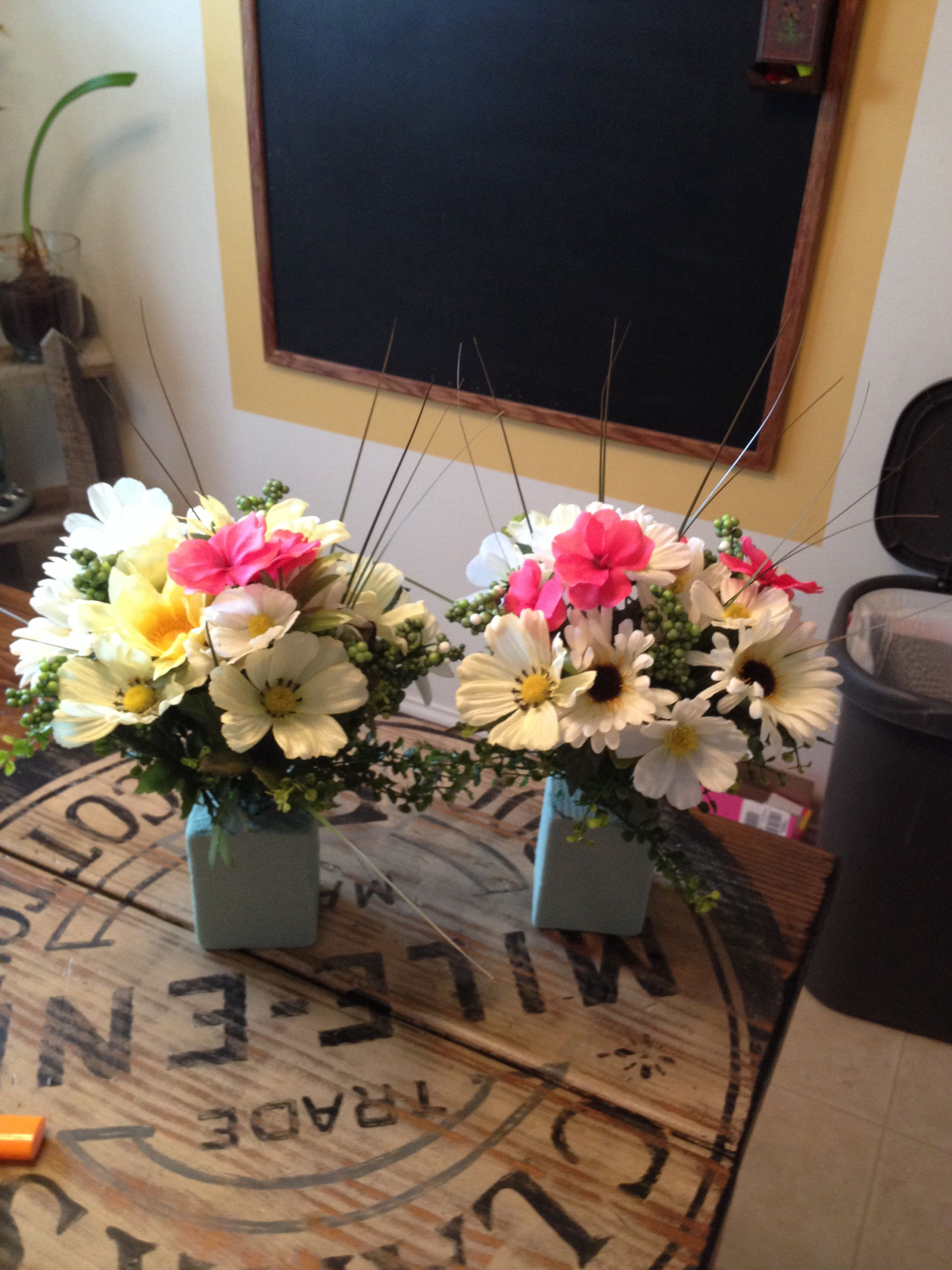 Small vase arrangements for monuments