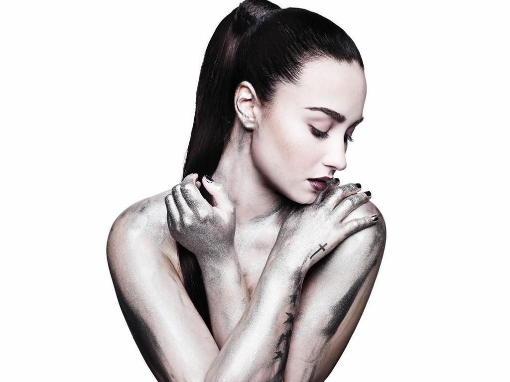 Demi Lovato: il video di 'Stone cold' nuova ballata soul in stile Motown - GUARDA https://t.co/jSJ8eQLoKP https://t.co/0ln8Pv7KQL