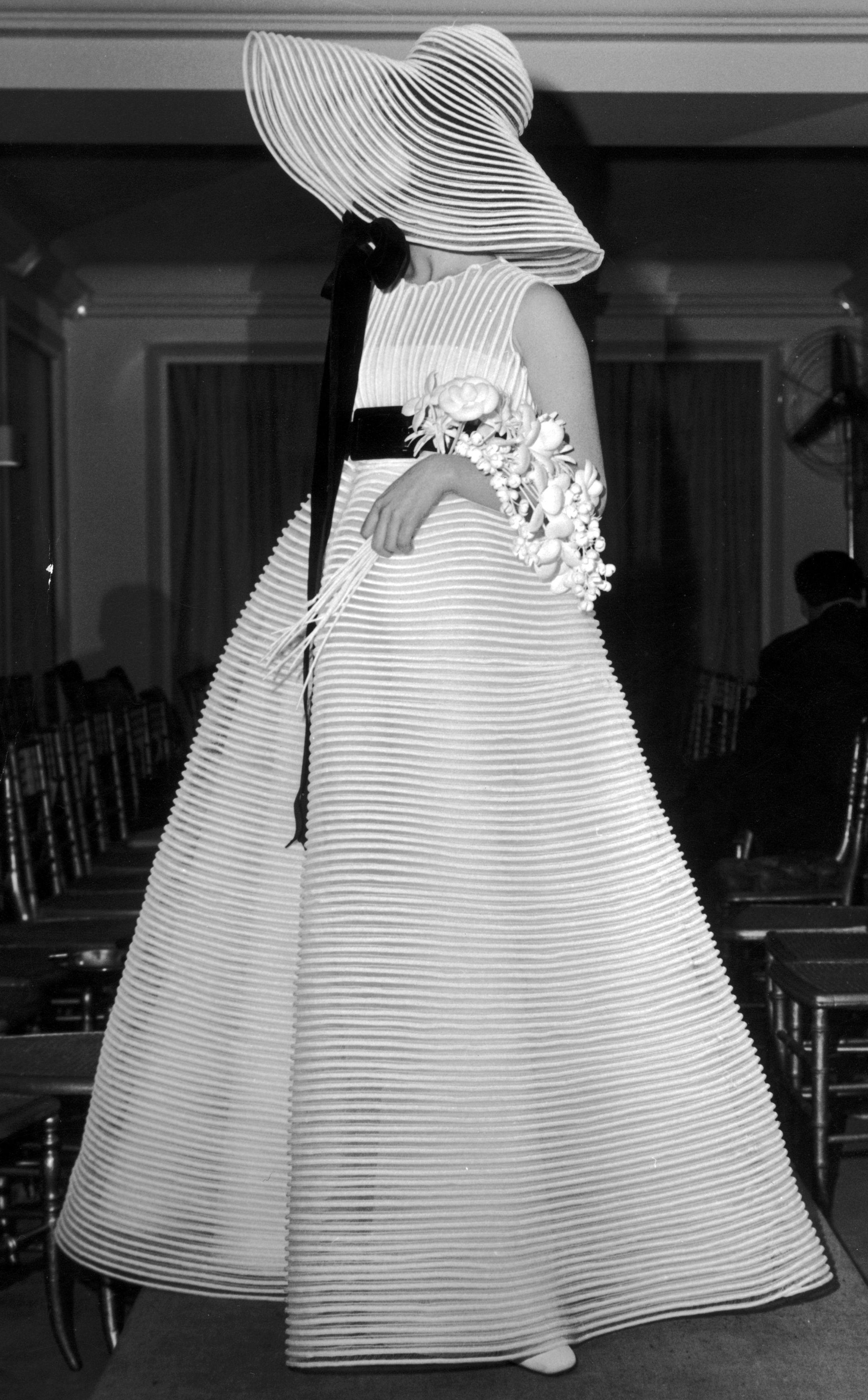 Jeanne Lanvin - Robe de Mariée et Chapeau - Voile de Rubans - 1968 ...