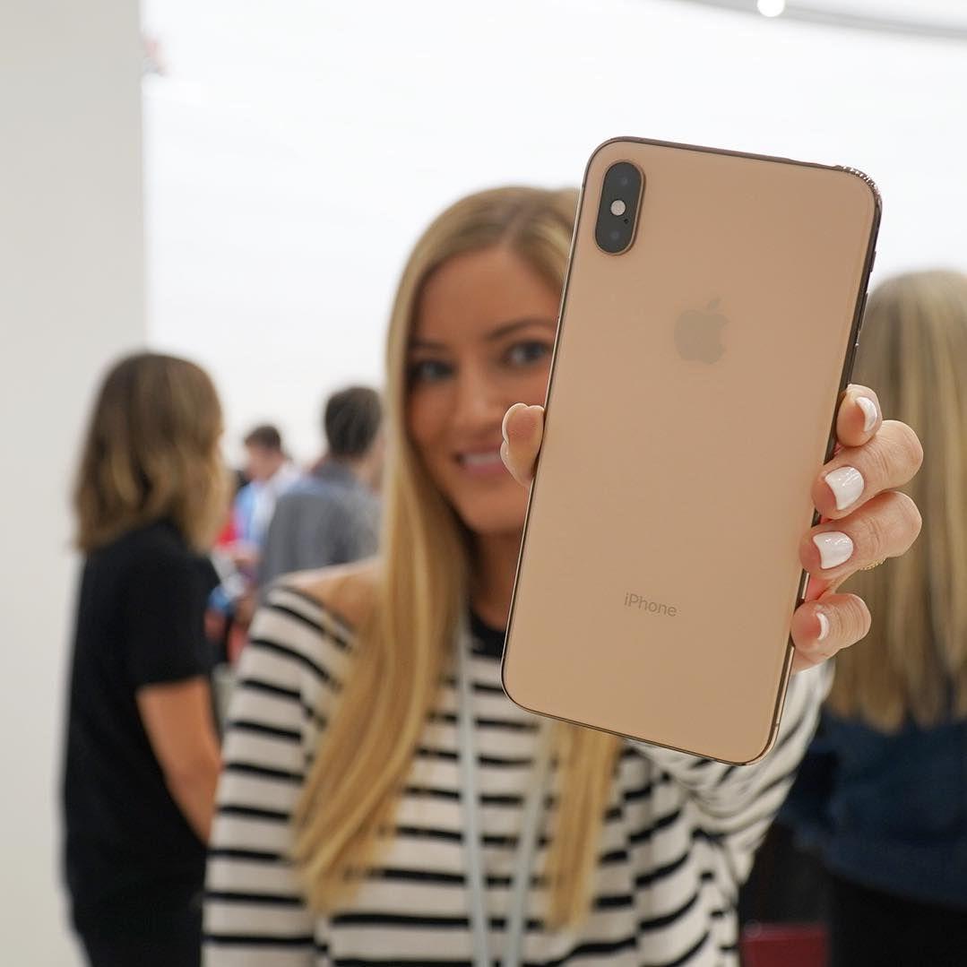 Justine Ezarik Ijustine On Instagram New Gold Iphone Xs Max What Do You Guys Think Uravgconsumer Iphone Gold Iphone Iphone Style