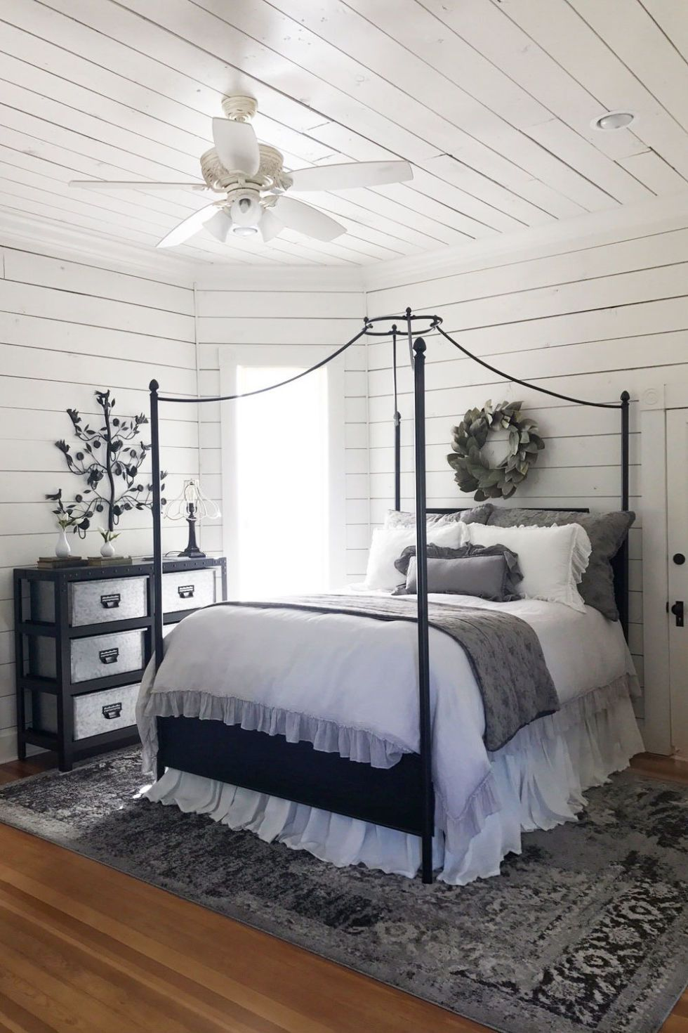 I Stayed At Chip And Joanna S B B Here S What It S Really Like White Bedding Master Bedroom Home Bedroom Home Bedroom Design