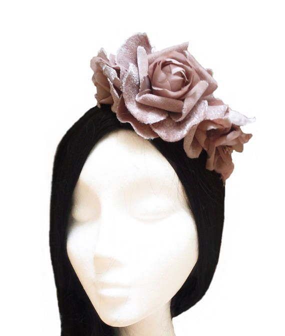 Millinery with velvet and silk flowers. It fits the hair with a golden headband or comb. ** Can be done in: - Navy blue - Brown - Coral ✿ Measures: One size. Width: 10 cm. approx. (3,94) Its shipped in a box in which you can keep in perfect condition and ready to give away. ¨°º©©º°¨¨¨¨¨¨°º©©º°¨¨¨¨°º©©º°¨¨¨¨¨°º©©º°¨¨¨¨¨¨¨°º©©º°¨¨¨¨¨¨°º©©º° I design and handcraft each piece of my jewelry. I can easily modify many of my items to suit your style and size. I love to hear your ideas and would...