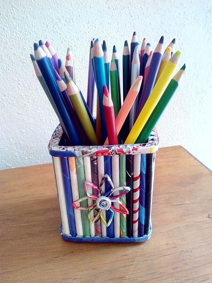 Caja de cart n decorada con tubos de hojas de revista - Manualidades con cajas ...