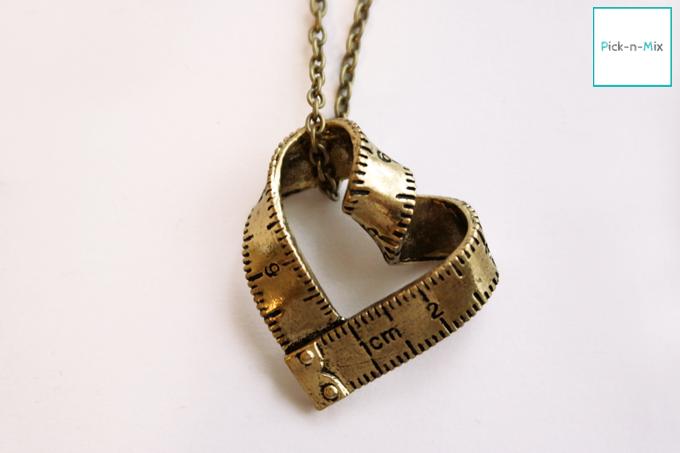Ketten kurz - Kette Maßband in Herzform bronzefarben - ein Designerstück von pick-n-mix bei DaWanda