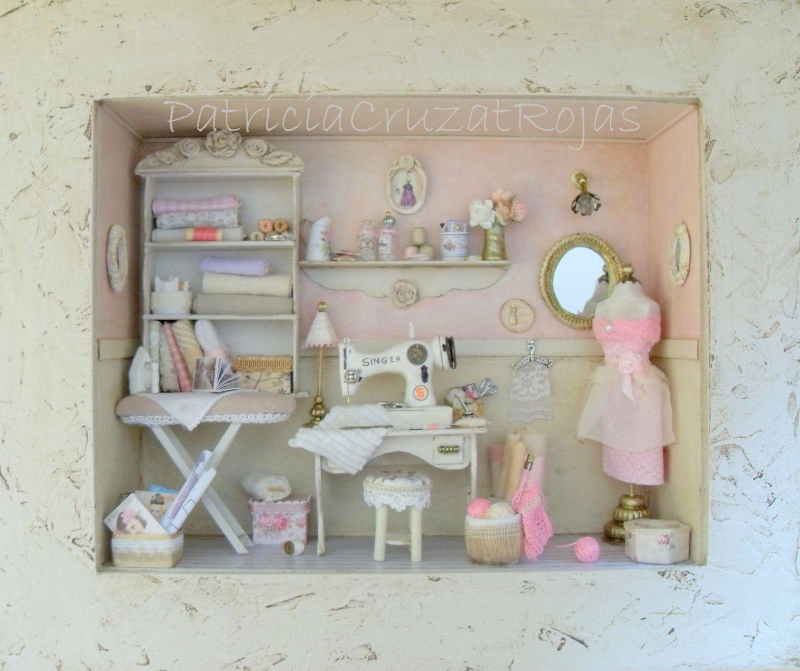 cuadro cuarto costura con miniaturas rosa y crema estilo shabby chic protegido con vidrio