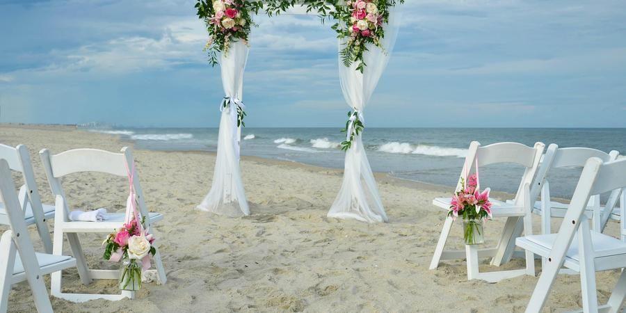 Beautiful Beach Weddings At The Holiday Inn Oceanfront In Surfside Beach Sc Weddings Get Prices For Wedding V Oceanfront Wedding Surfside Beach Holiday Inn