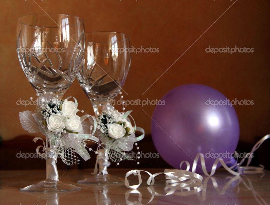 dress goblet glasses for a wedding   Wedding glasses - Stock Image
