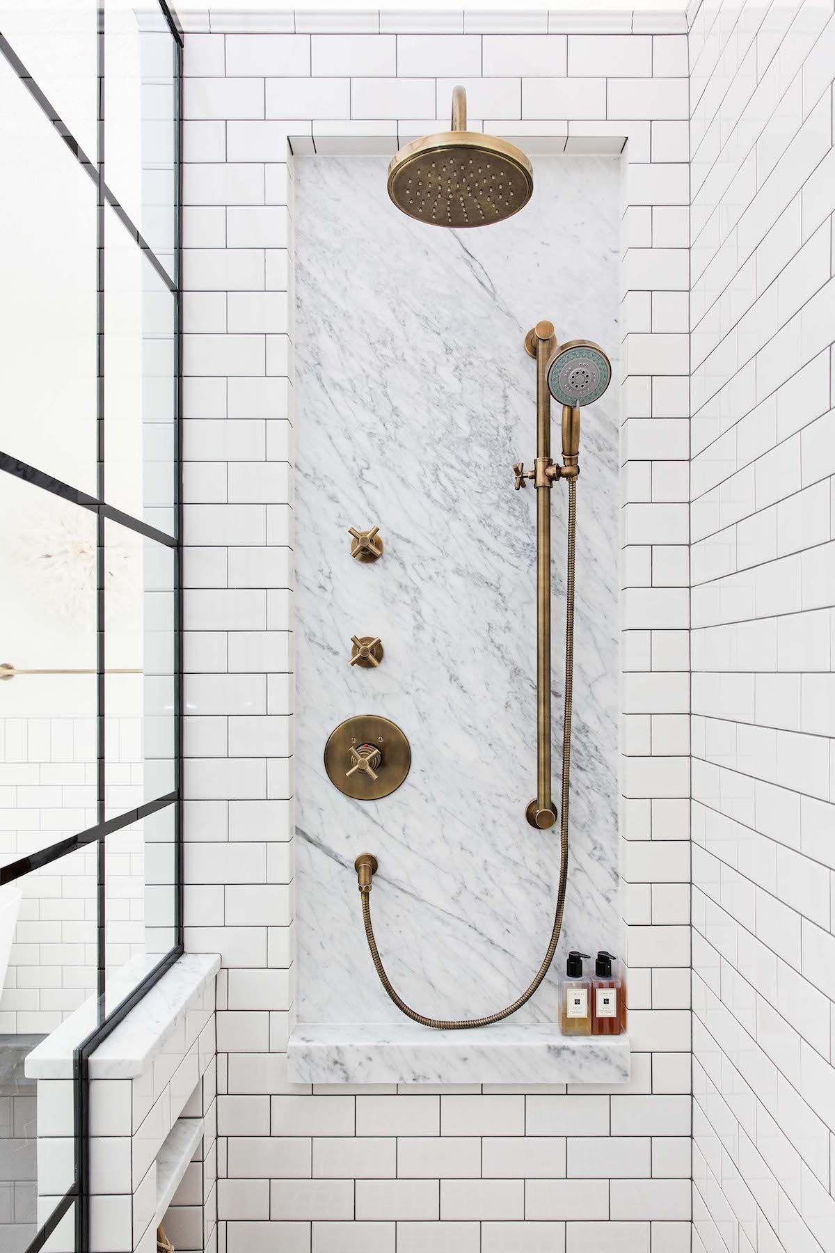 Photo of Klassisches Schwarz-Weiß-Badezimmer Inspiriert vom Gramercy Park Hotel