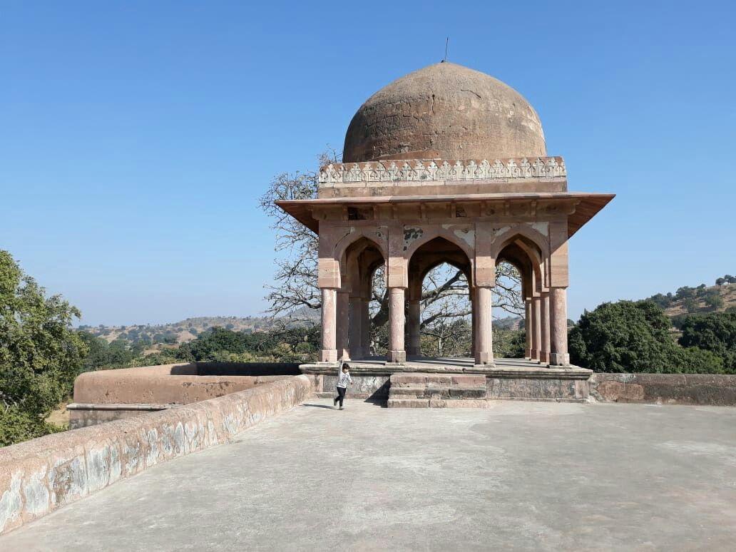 Chattri at Rani Roopmati Mahal of Mandu source: pinterest