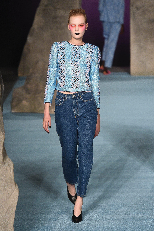 e199842569a0 Экстравагантный макияж, модные джинсы 2019 в мужском стиле Ashley Williams