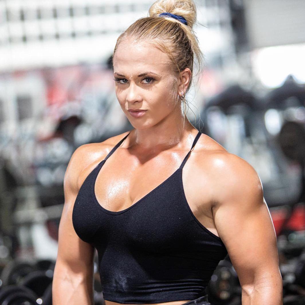 Sarah Bäckman in 2020 | Muscle women, Muscle girls, Back