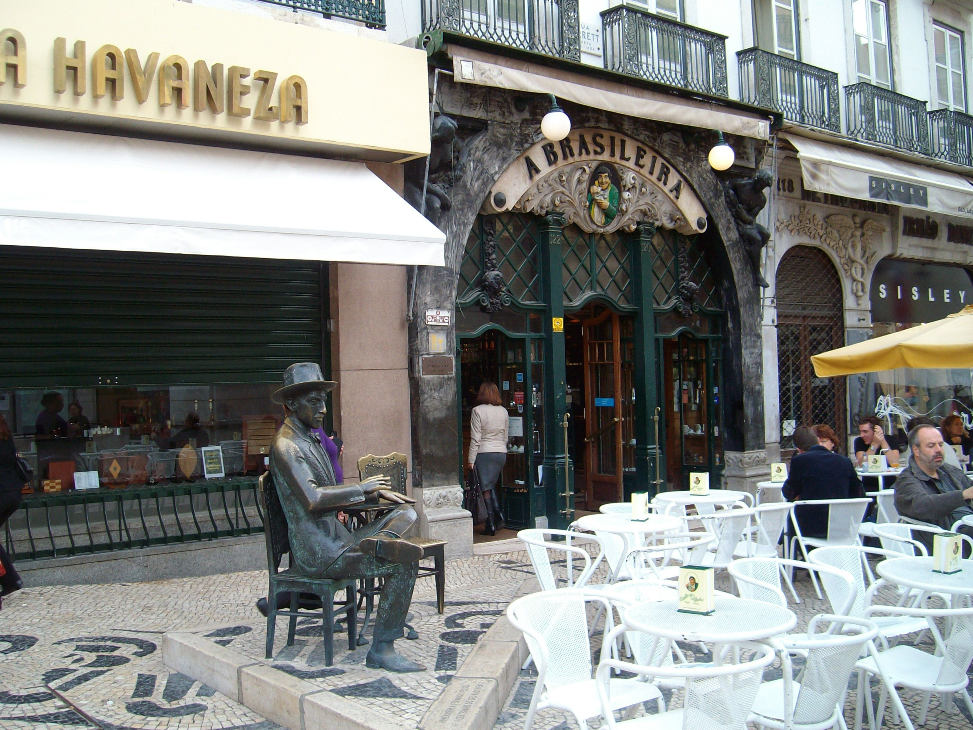 Café A Brasileira • een van de oudste en beroemdste cafés van Lissabon