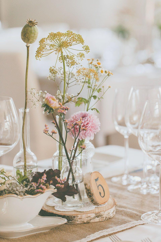 Tischdeko  weddings in 2019  Vintage hochzeit Tischdeko hochzeit vintage und Blumendeko hochzeit