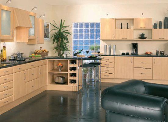 Cozinha Planejada Com Tijolos De Vidro E Moveis Em Madeira