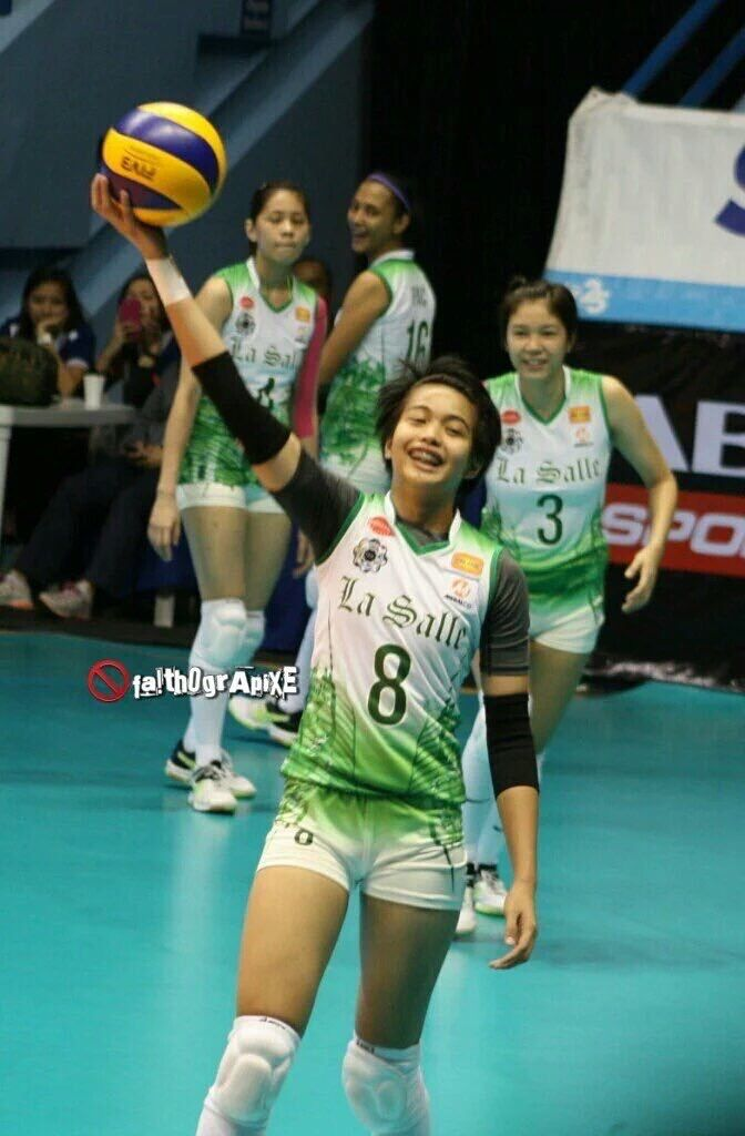 Pin By Seanelle Garcia On Volleyball Volleyball Spikers Running