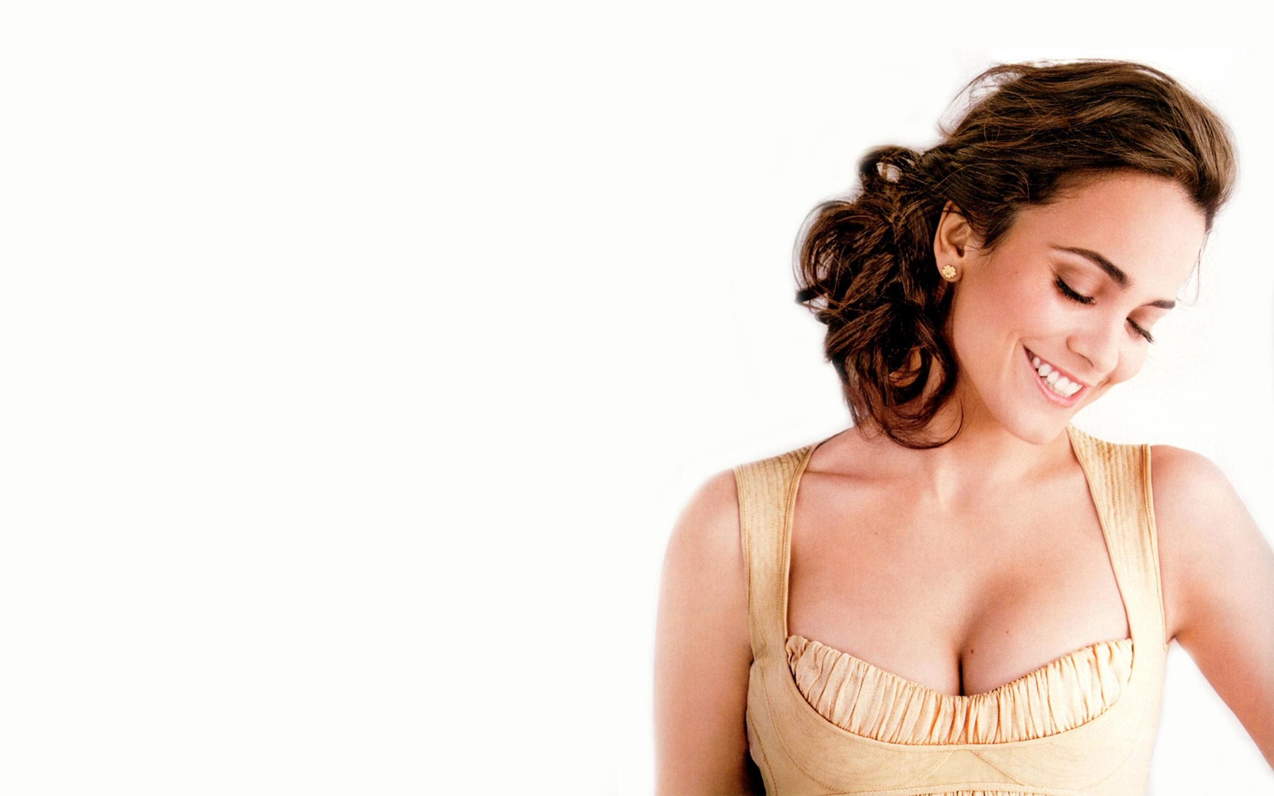 Alice Braga Latest Hd Wallpaper Celebrities Female Latest Hd