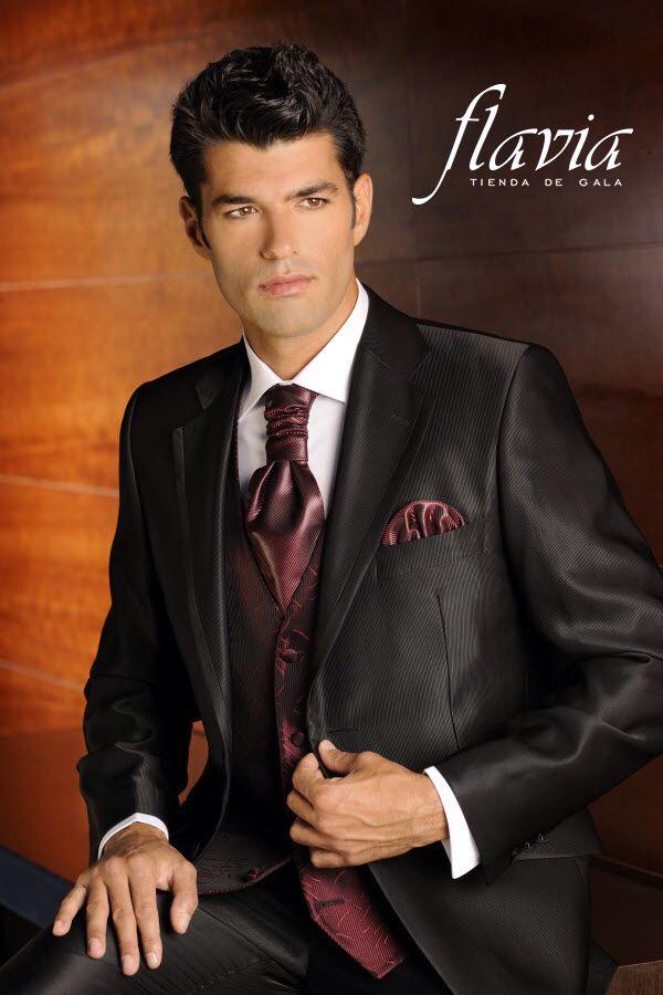 Elegante vestido de novio con corbata tono vino tinto, especial para ...