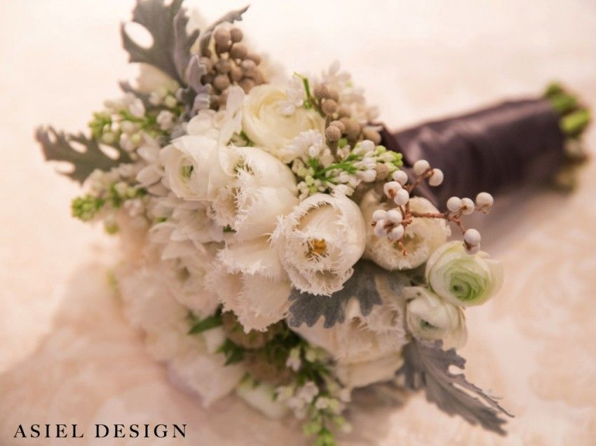 bouquet | wedding | berries | white | texture | romantic | elegant | tulips | dustymiller