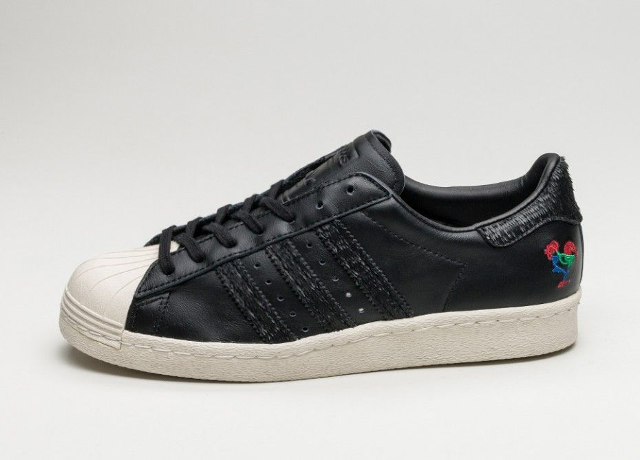 super popular f34ce 5b6a4 Ahora compre la suya adidas Superstar 80s CNY Núcleo Negras Núcleo Negras Tiza  Blancas