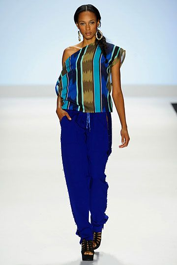 Although I could never carry these colors, I love this look by Project Runway's Kimberly Goldson