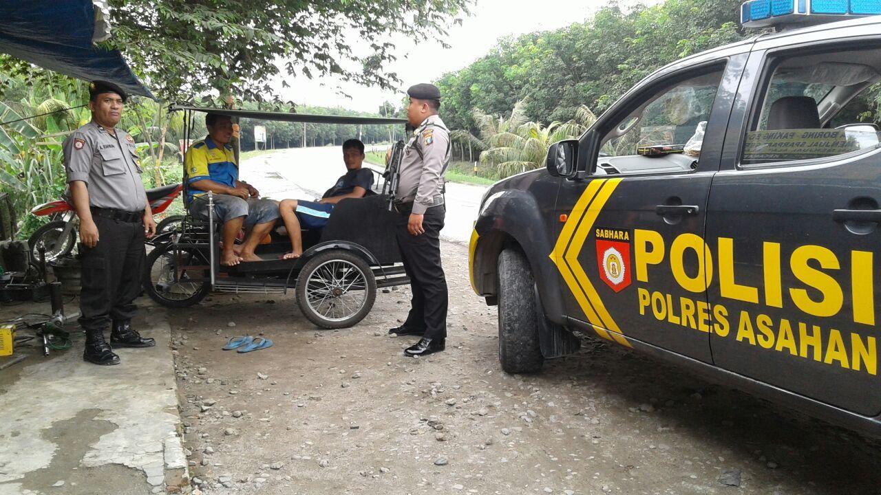 Unit Patroli Roda 4 Menyambangi Warga Yg Duduk Di Bengkel Daerah Pasar Mereng Guna Antisipasi C3 Situasi Aman Dan Baik Bengkel Polisi