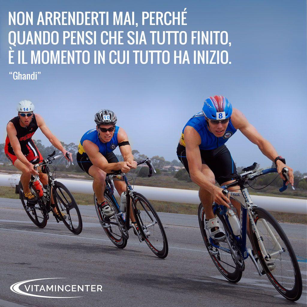 """Non arrenderti mai, perchè quando pensi che sia tutto finito, è il momento in cui tutto ha inizio. """"Ghandi"""" #Triathlon #motivation #ironman #racing #sprint #sport #running #runners #swimmers #swimming #swim #bike #run #quotes #bici #corsa #nuoto"""
