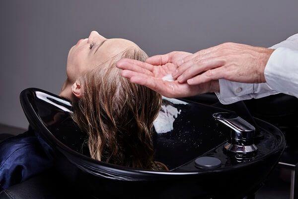 Richtig Haare waschen: Diese Technik ist besonders schonend - und sorgt für Traumhaar ⋆ Lebe Lieber Fesch