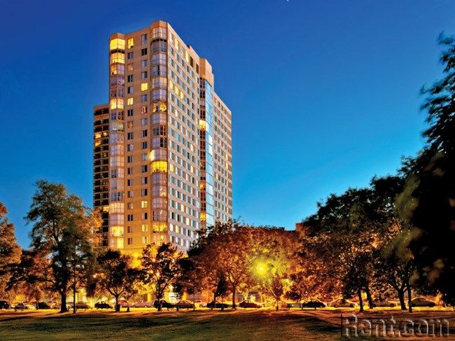 Hyde Park Tower Apartments Tower Apartment Lakefront Living Chicago Apartment
