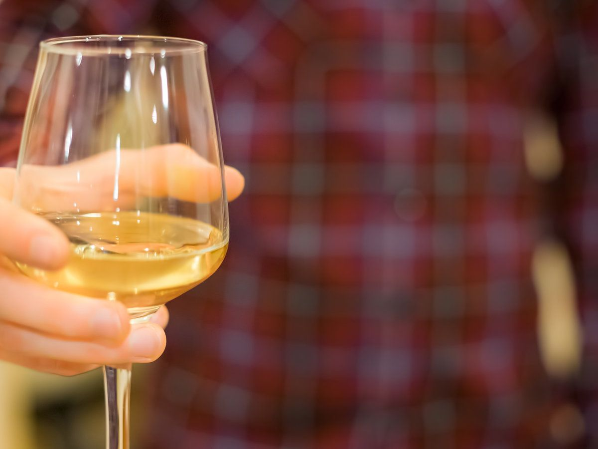 Are You Holding Your Wine Glass The Wrong Way Wine Glass Wine Wine And Beer