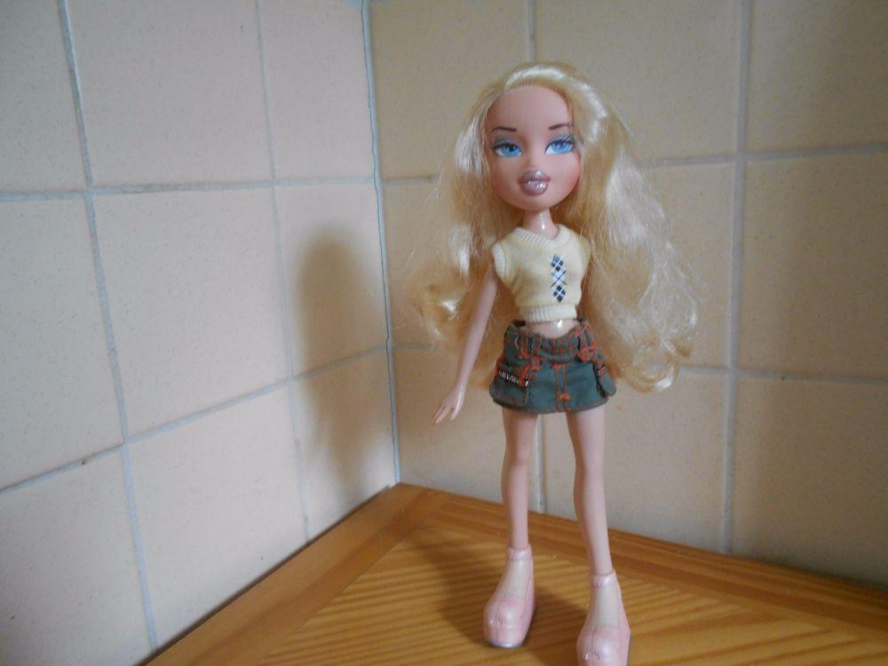 Mga 2001 10 Bratz Doll Long Blond Curly Hair Blue Eyes Bratz Dollswithclothingaccessories Bratz Doll Blonde Curly Hair Curly Hair Styles