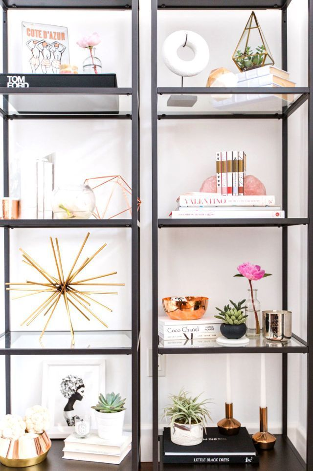 Blush, Brass, and White—We're Obsessed With This Glam Abode Oturma Odası