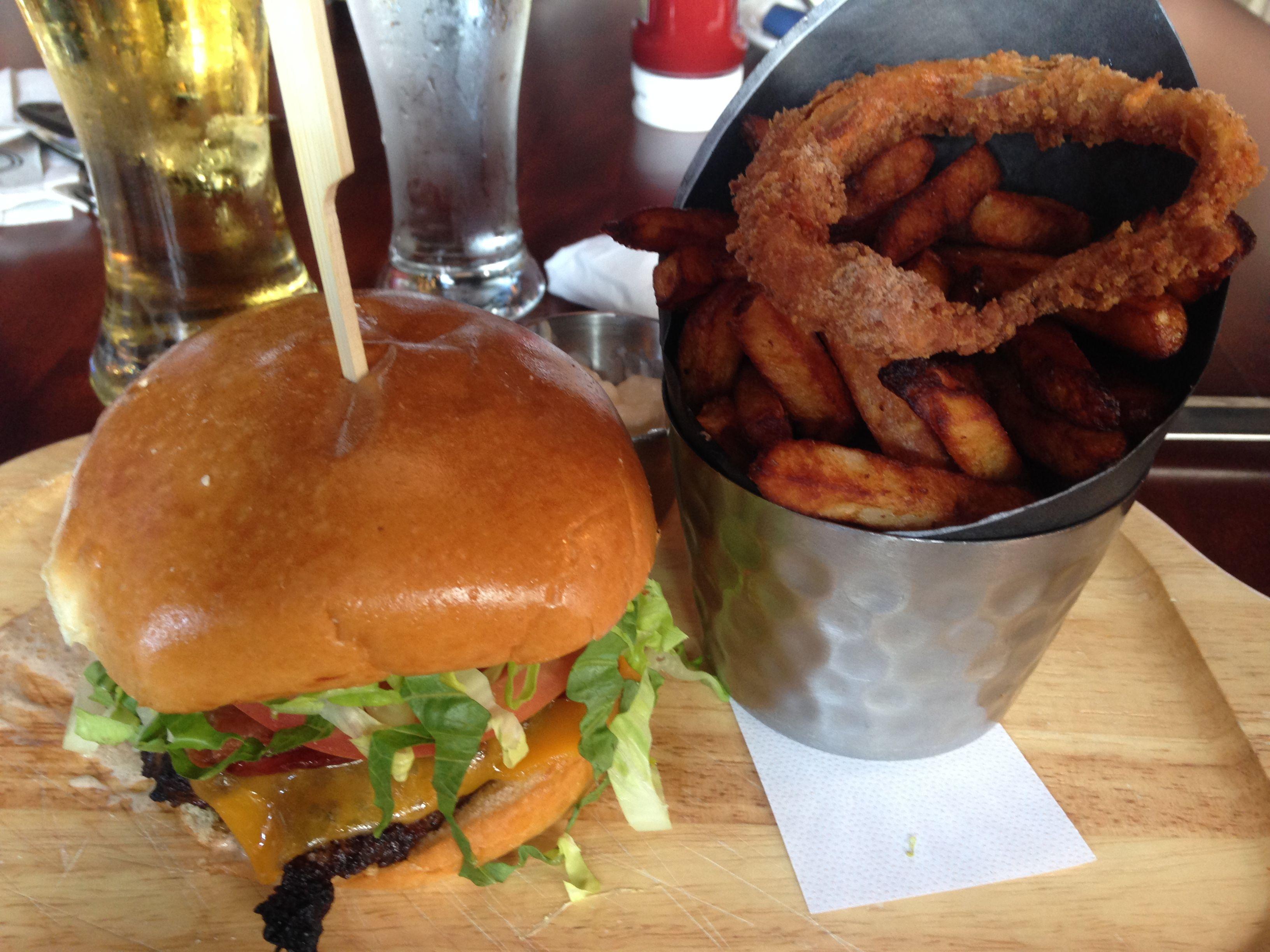 Blitz Burger La Cage Brasserie Sportive 8,5/10