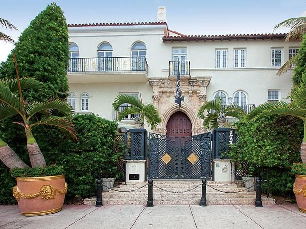 Officially Named Casa Casuarina This One Of A Kind Miami Beach Property Is More Commonly Known As The Versace Mansion B Mansions Versace Mansion Miami Mansion