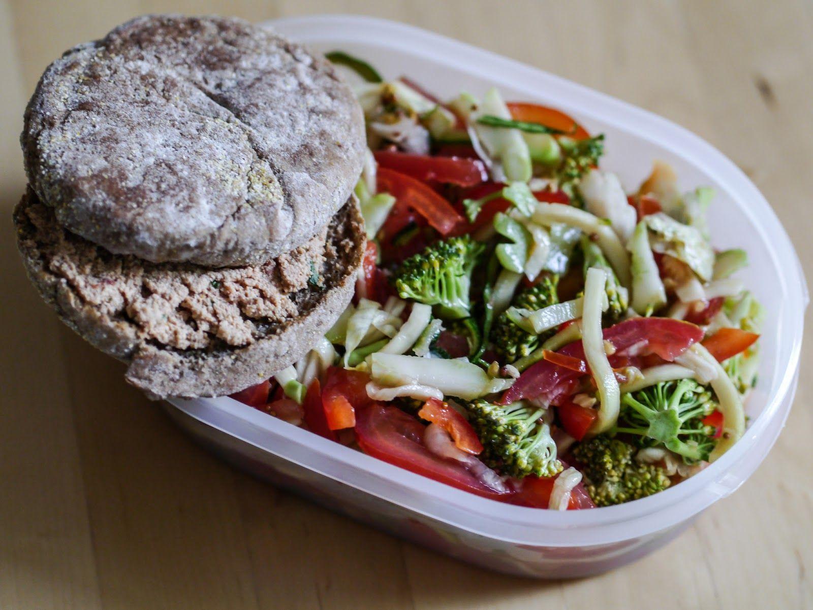 Simones grüner Salat ist definitiv eine außergewöhnliche Abwechslung zu den üblichen Standard-Salatrezepten. Wieso? Das erfahrt ihr auf ihrem Blog, natürlich inklusive Rezept!