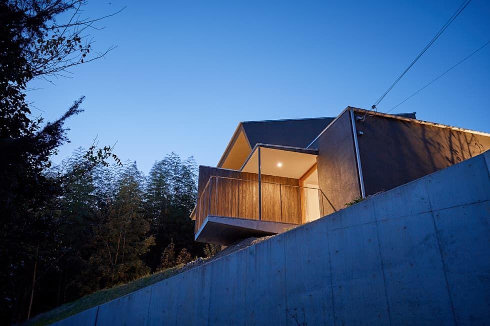 湖沼に建つ家: toki Architect design officeが手掛けたバルコニー&テラスです。
