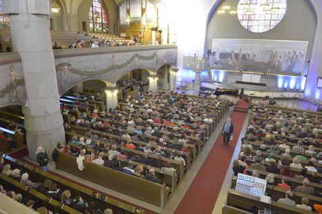 Tampereen tuomiokirkko oli täynnä laulajia sunnuntaina.