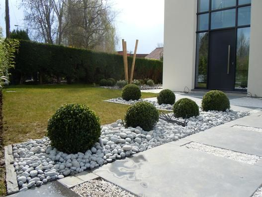Contemporain 22 garden materials and technics for Amenagement devanture maison