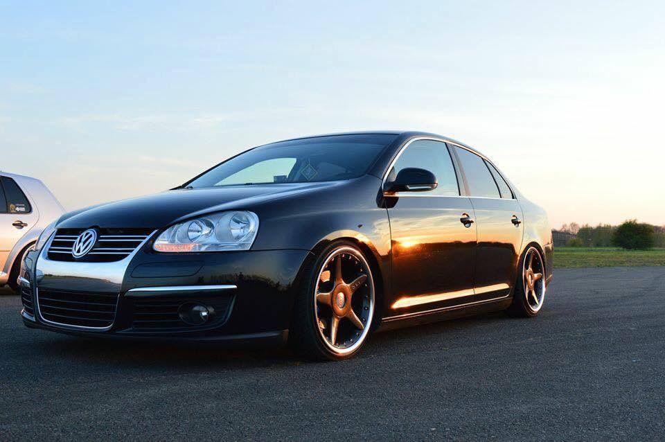 Volkswagen Jetta Mk5 Stance Slammed Bagged Accuair Black Vw