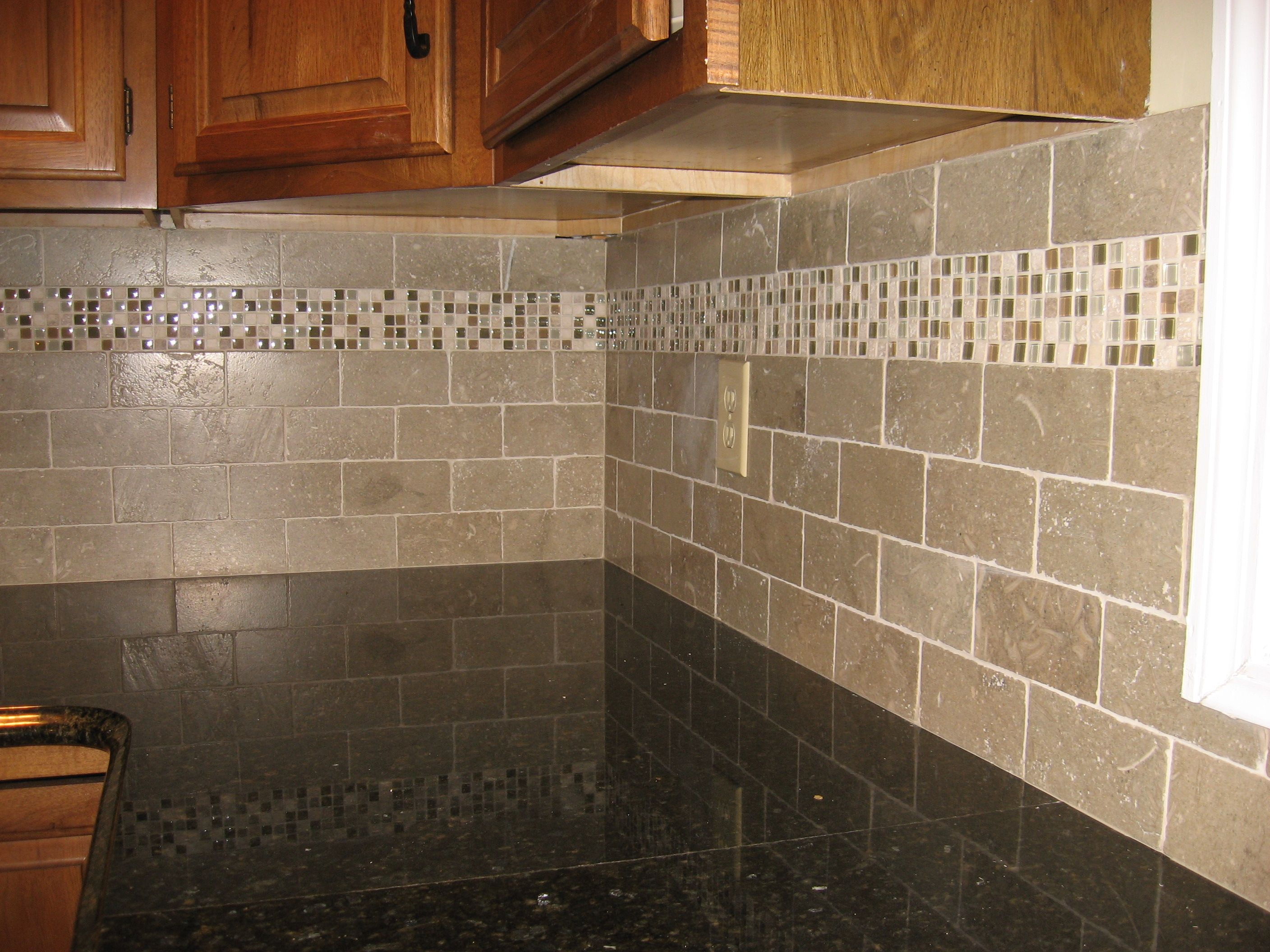 Gentil Subway Tiles With Mosaic Accents | ... Backsplash With Tumbled Limestone  Subway Tile And Mixed Mosaic Accent