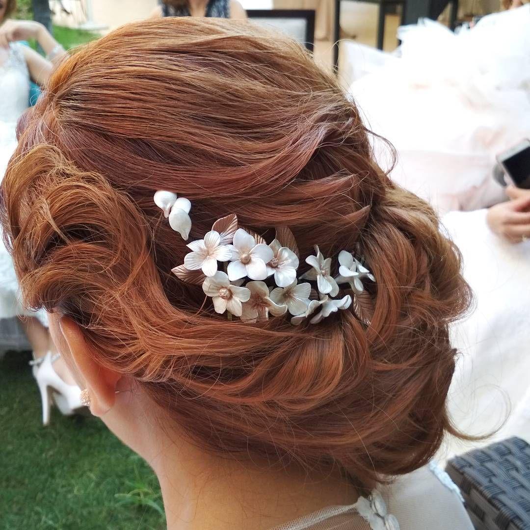 f43a6b5a3 Tocados de novia de flores que se ajustan a los peinados más originales.   ElTallerdeBagatela