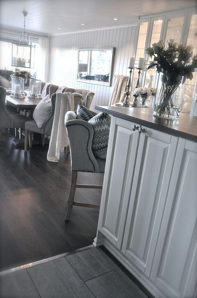 Geräumiger #Esszimmer-Bereich im #Landhausstil In modernen Weiß - esszimmer weis landhaus