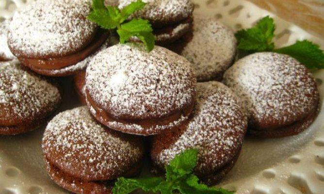 Galletas de chocolate con crema de nocilla