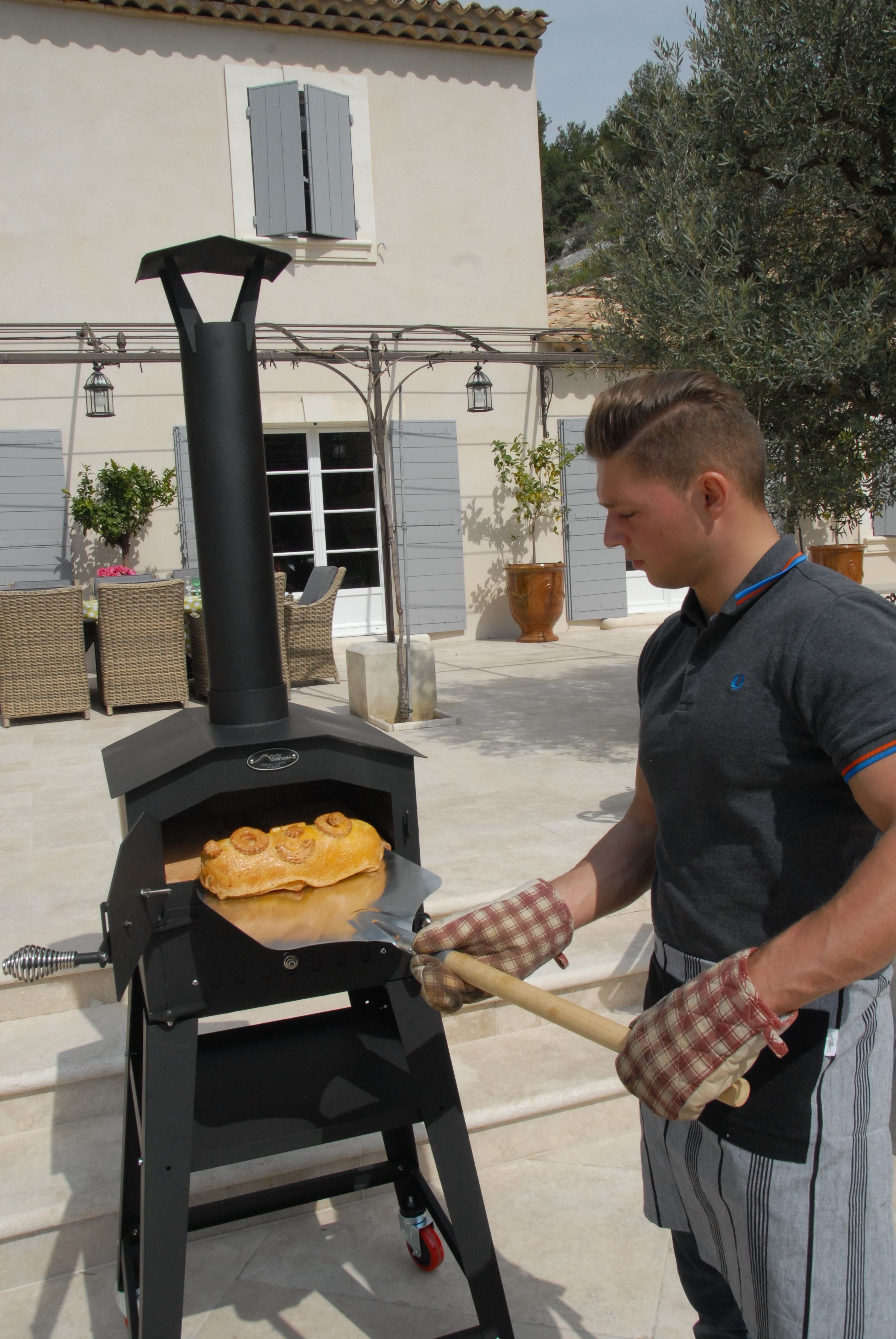 Create artisan breads and pizzas for bakin gin napoli outdoor wood