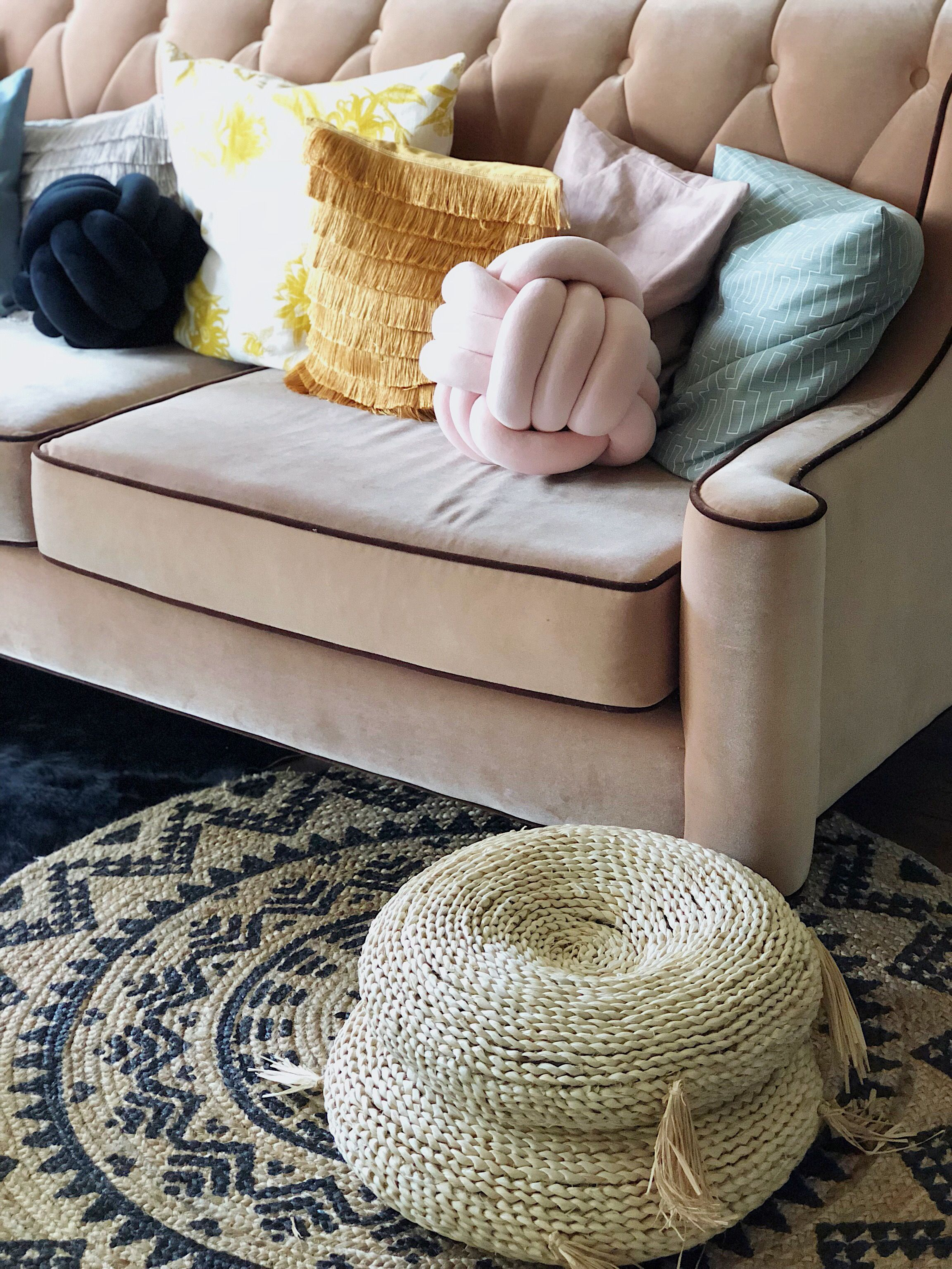 A Small, Sunny Florida Rental Has the Best Blush Pink Sofa