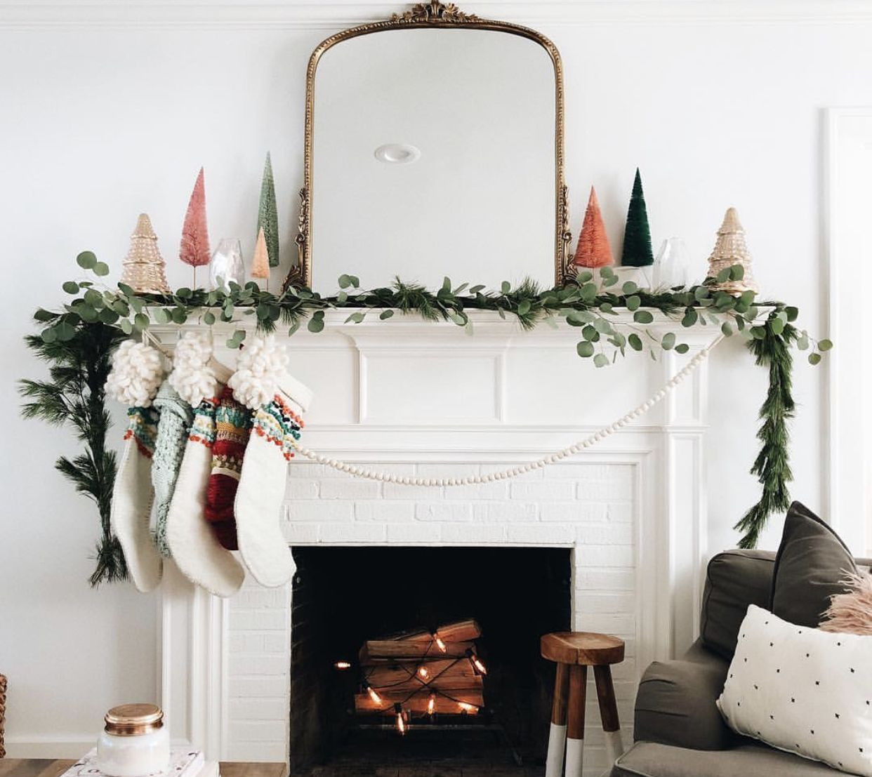 The best faux garlands for Christmas and the holidays! Prelit, realistic Christmas garlands. Beautiful images of garlands real and faux.