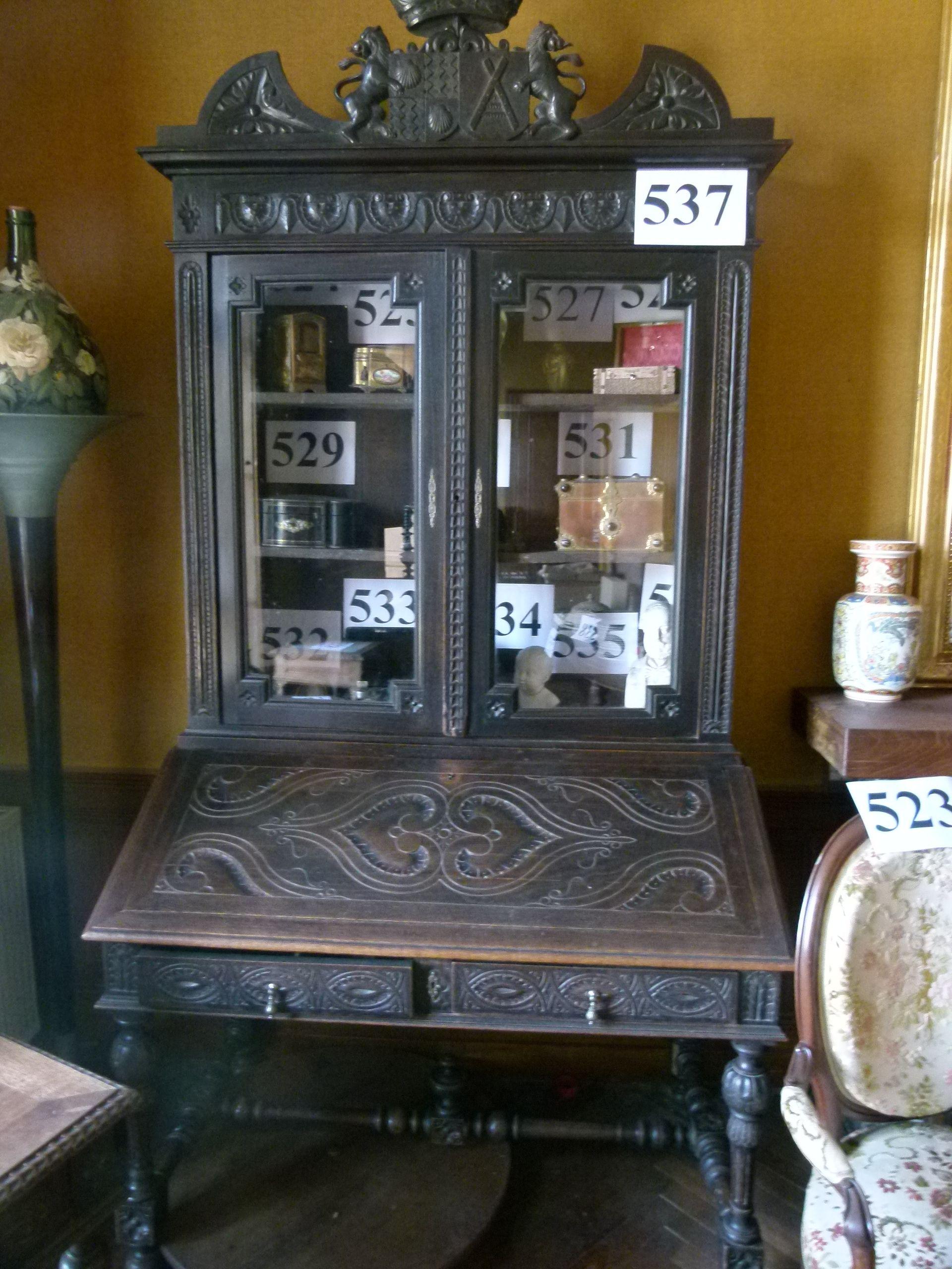 Scriban En Chene Vitre En Partie Haute 2 Portes 2 Tiroirs A Decor Sculpte Vitre Decoration Chene