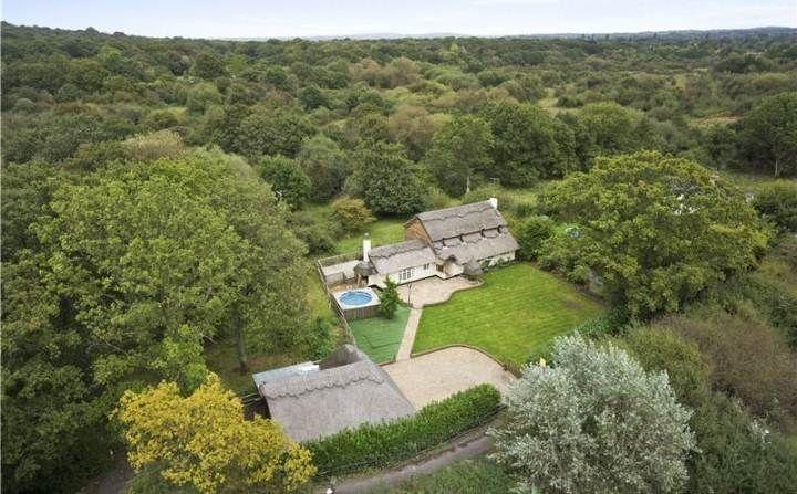 Savills Little Bookham Common Bookham Surrey Kt23 3hx Property For Sale Property For Sale Property Surrey