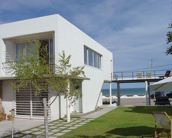 Casa Unifamiliar en las Grutas   Mario Corea Arquitectura